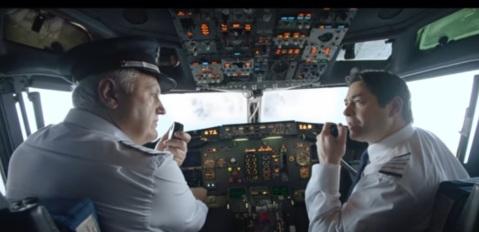 foto-u-avionu-ima-pilota
